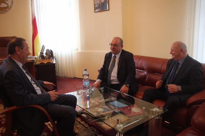 The Embassy of the Republic of South Ossetia in Abkhazia hosted a meeting between Oleg Arshba and Oleg Botsiev